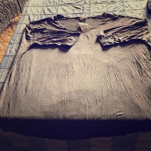 3/4 sleeve gray T-shirt
